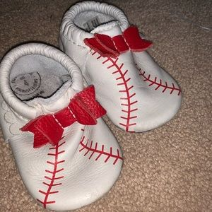 Freshly Picked Home Run Mini Sole Bow Mocc Size 4